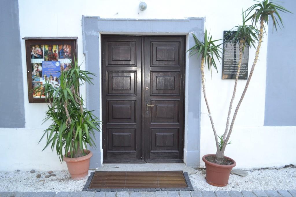 drzwi kościoła Brożec