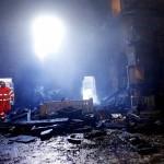 strażacy w zgliszczach sanktuarium