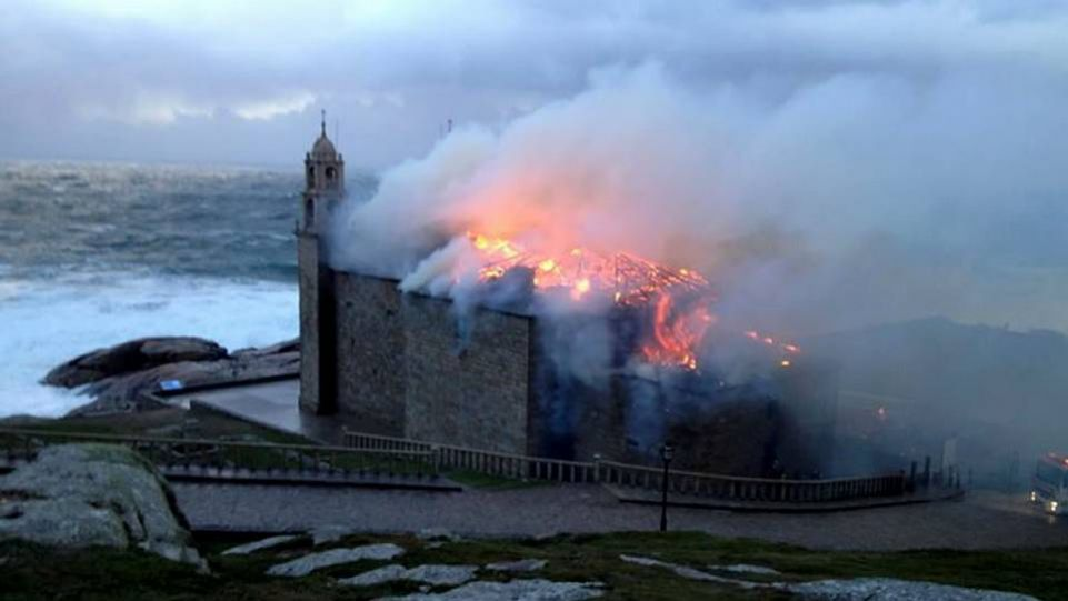 Pożar Sanktuarium w Muxia.