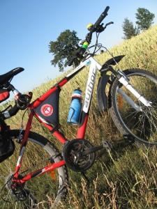 Naszywka Camino na sakwie rowerowej