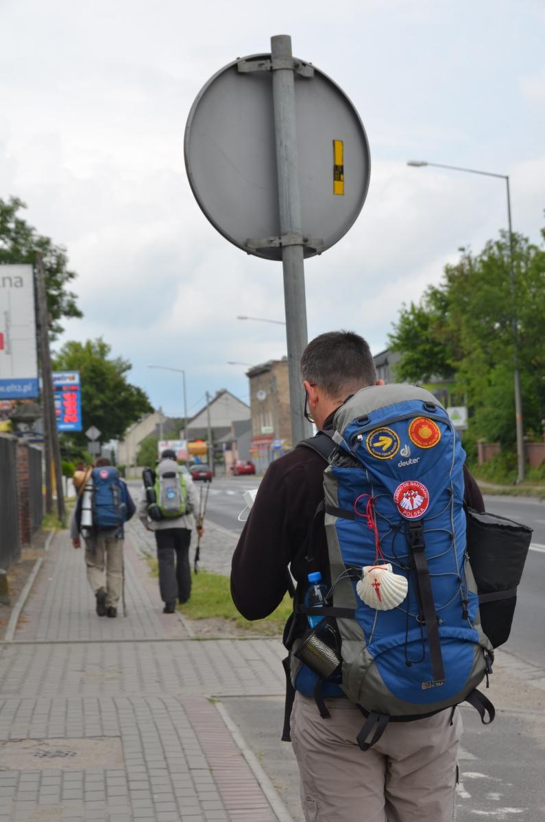 Naszywka Camino Polska na plecaku